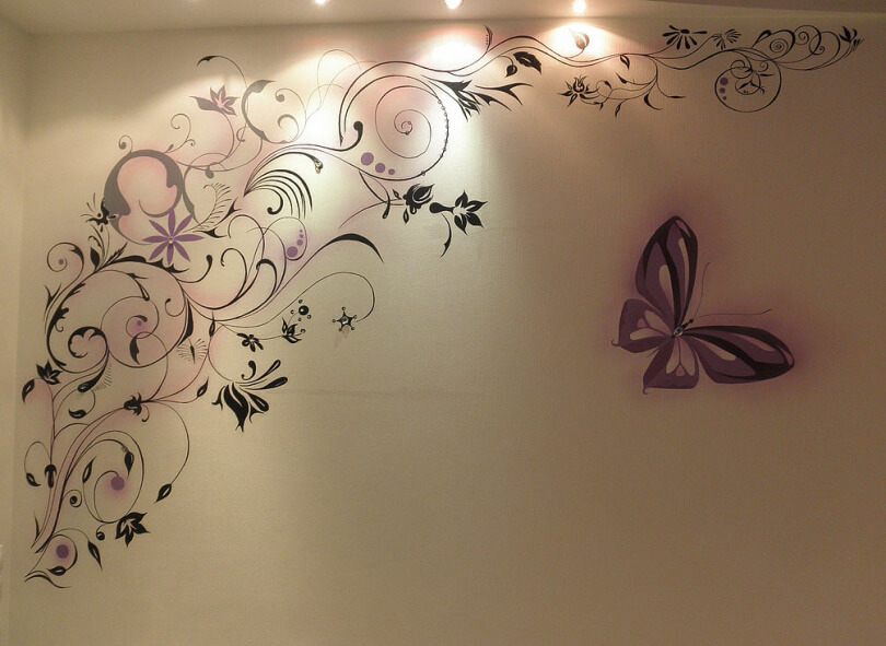 оформление трафаретными рисунками стен