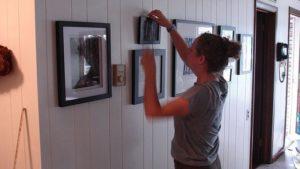 как повесить картину на стену без сверления стены