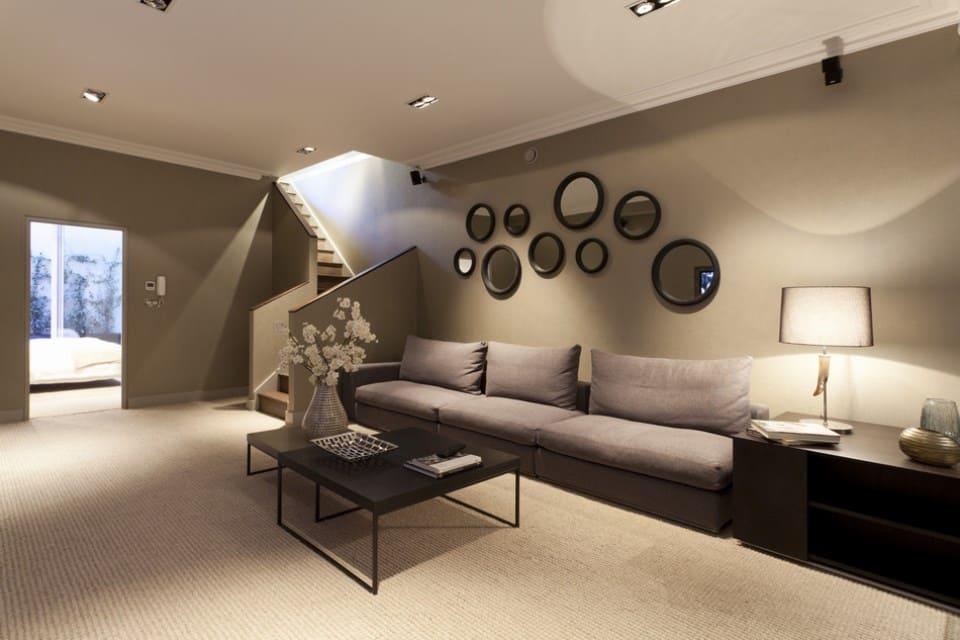 декор стены в гостиной