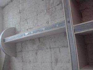 полки на стене из гипсокартона