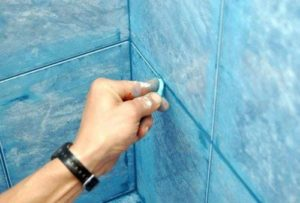 как затирать швы на плитке на стене
