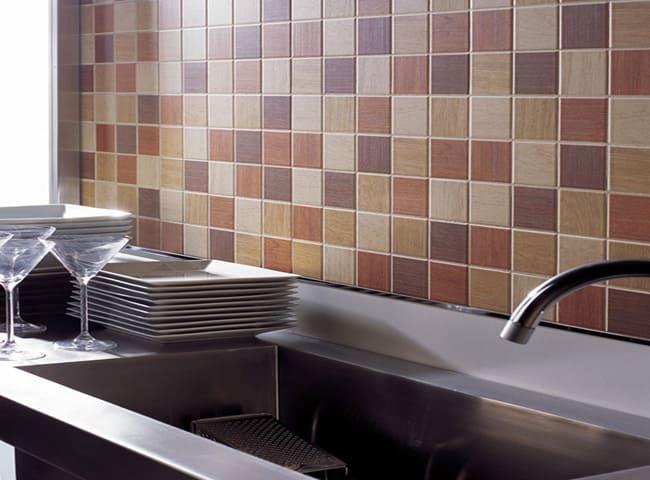 укладка плитки на кухне на стену