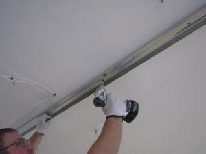 как крепить гипсокартон к стене с профилем