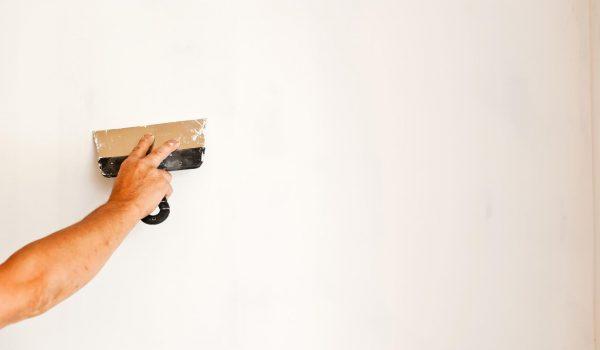Чем лучше всего смыть или убрать старую шпаклевку со стен и когда этого можно не делать: варианты, руководство, правила