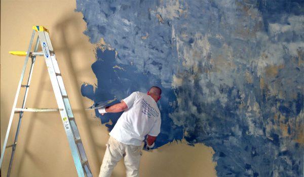 Как наносится венецианская или фактурная краска с эффектом штукатурки, ход работ и последовательность действий