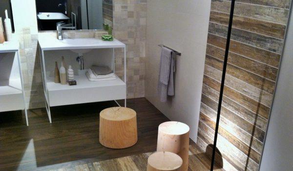 Как можно прикрепить ламинат в ванной на стены: способы монтажа, варианты крепления и параметры выбора влагоустойчивого материала