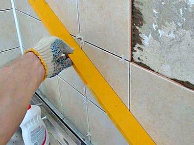 как класть плитку на стены