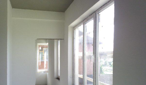 Нужно ли перед поклейкой обоев на стене штукатурить: чем в квартире лучше всего заштукатурить и что для этого нужно