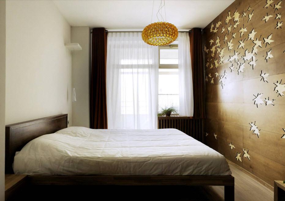 ламинат в спальне на стене