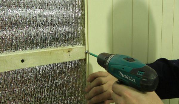 Монтаж панелей ПВХ к стене на клей без обрешетки: варианты установки, закрепления и выбор клея