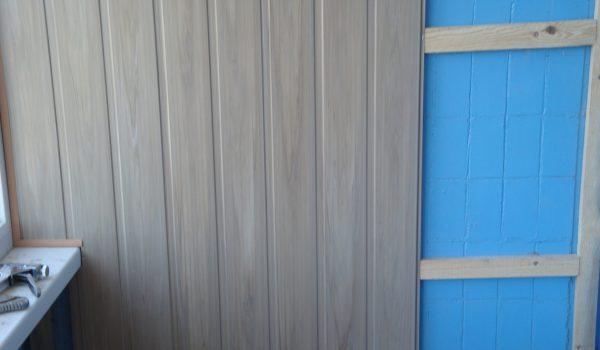 Как приклеить на жидкие гвозди или прикрепить к стене на деревянный каркас панели МДФ: варианты облицовки, выбор материалов