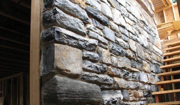 Какой бывает натуральный камень для отделки внутри помещения и как производится его монтаж к поверхности: советы, рекомендации, правила