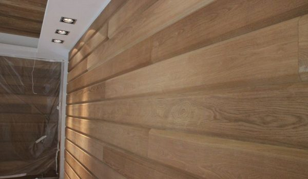Как своими руками правильно отделать стены ламинатом вертикально, горизонтально или елочкой: варианты, техника, пошаговое руководство