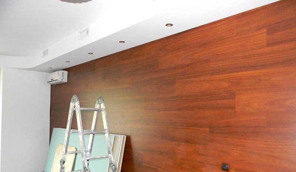 Как можно крепить ламинат на стену, и когда целесообразно использовать вертикальное оформление?