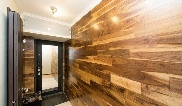 Отделка стен в коридоре ламинатом: как прикрепить своими руками и оформить интерьер необычно и оригинально?