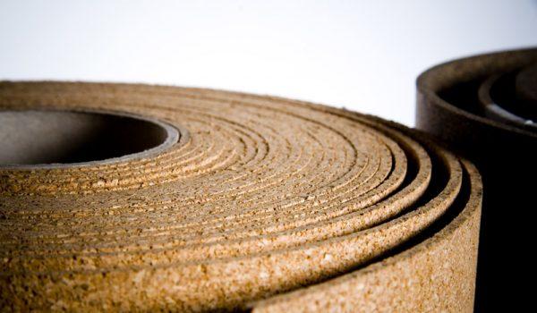 Как использовать для звуко и теплоизоляции стен рулоны пробкового утеплителя или пробковые плиты