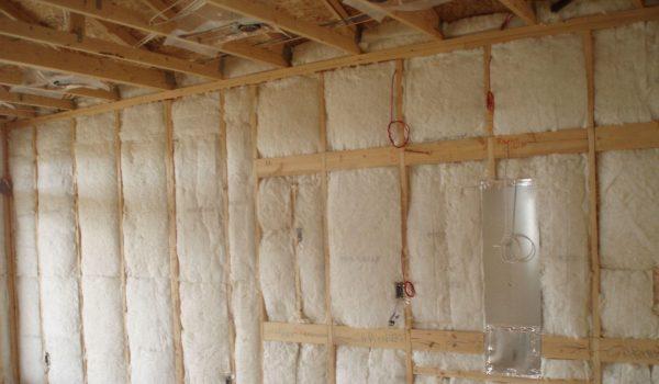 Можно ли применять жидкие утеплители для внутренних или наружных стен, и какие рекомендации по их выбору?