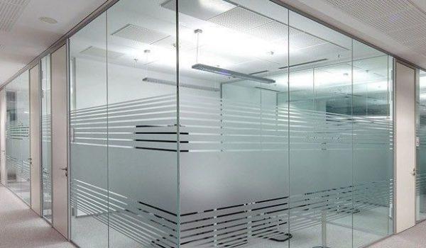 Как делать стеклянные стены в квартире свои руками: пошаговая инструкция и возможные нюансы в установке