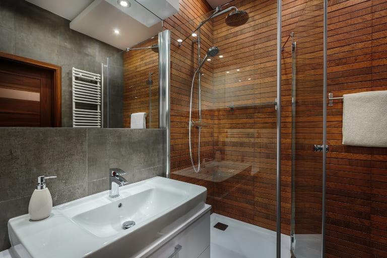теплая стена в ванной