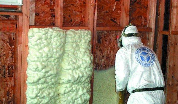 Используется ли монтажная пена из баллона для утепления стен внутри и снаружи дома?