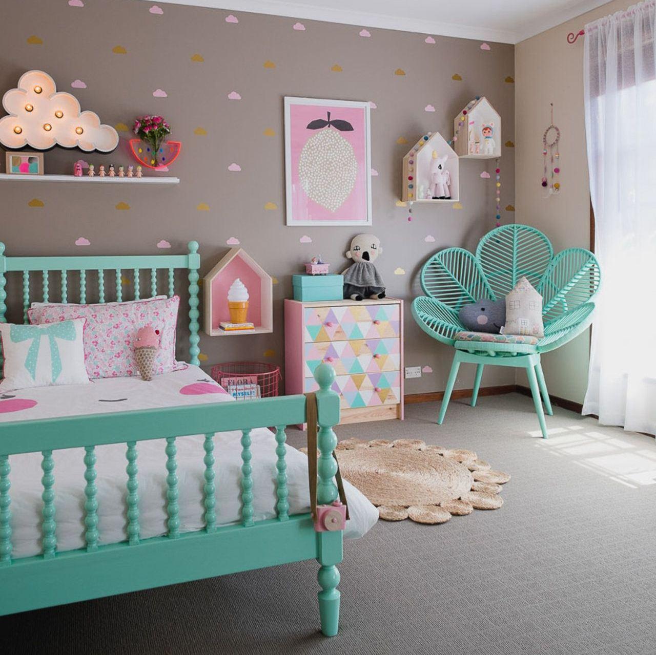 Выбор обоев в детскую комнату для девочки — варианты оформления