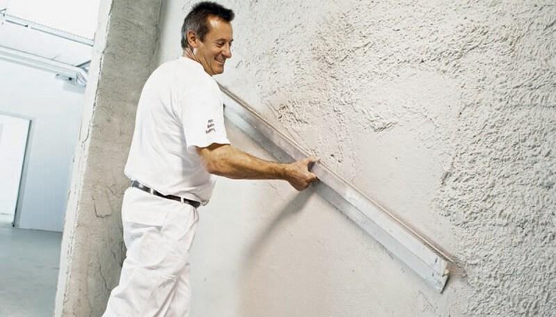 Как зашпатлевать стену под обои своими руками — порядок работы